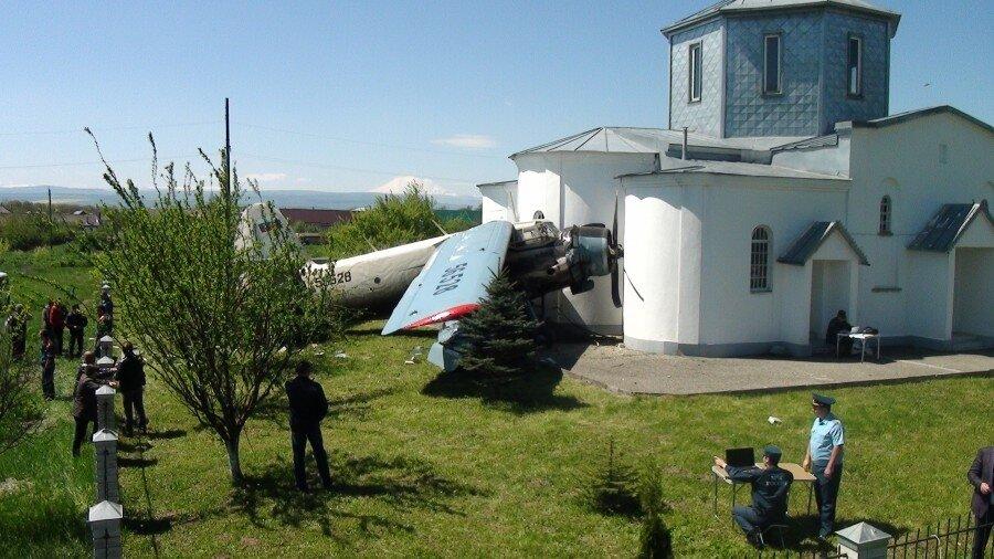 На околиці с. Саномер, що в Ставропольському краї, сталася пригода з літаком Ан-2.
