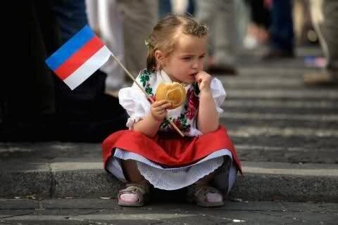 Дівчинка  сербка