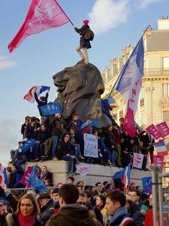 Франція ; 2 лютого 2014 року; Протести проти антисімейної політики уряду